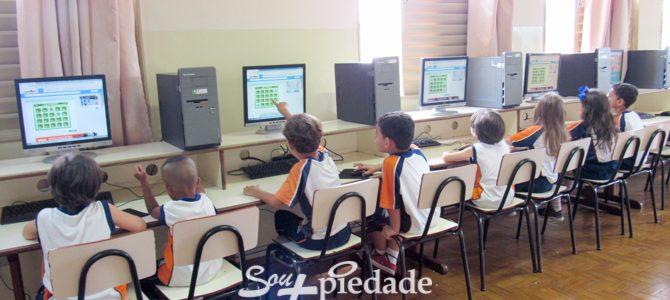 A informática contribuindo na aprendizagem.
