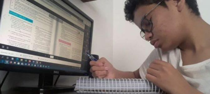 O desafio de engajar o aluno na produção escrita no regime de aulas presenciais.
