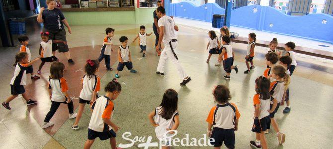 Capoeira, uma aula e múltiplas aprendizagens.