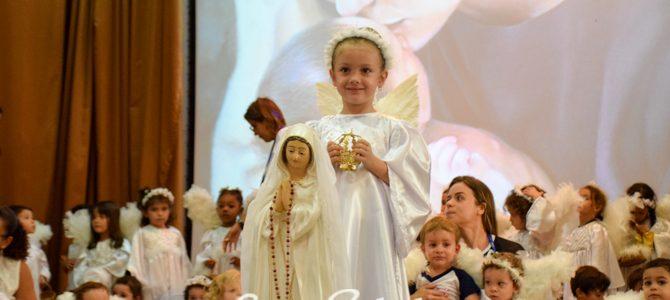 Salve a Virgem Maria, um viva a todas as mães!