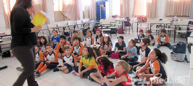 Histórias Simultâneas encantam os estudantes do Piedade Júnior.