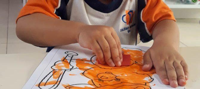 Ursinhos Carinhosos ilustram a aprendizagem valores essenciais.