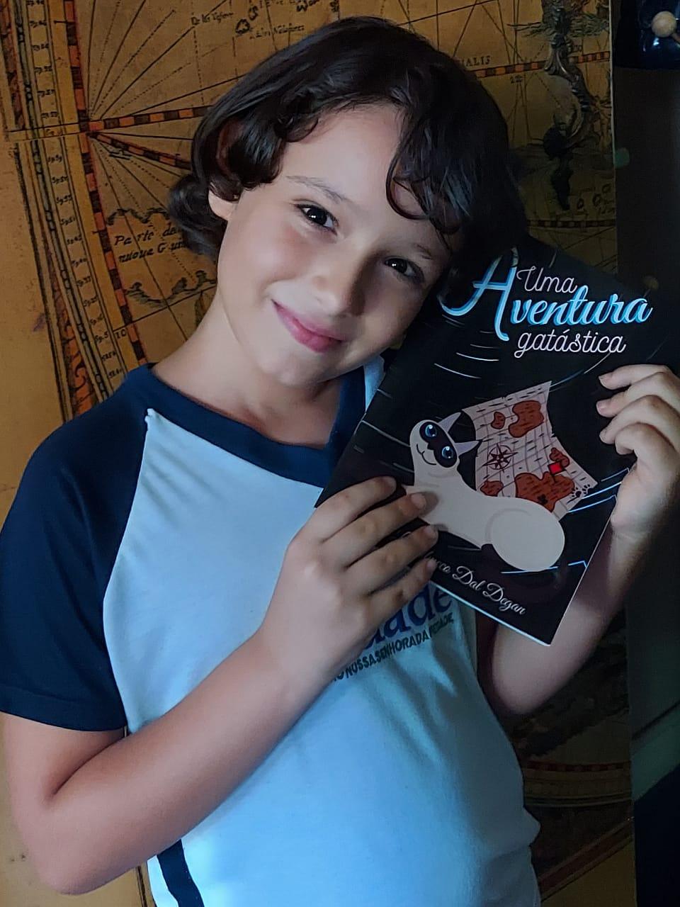 Estudante do Piedade Júnior lança seu primeiro livro