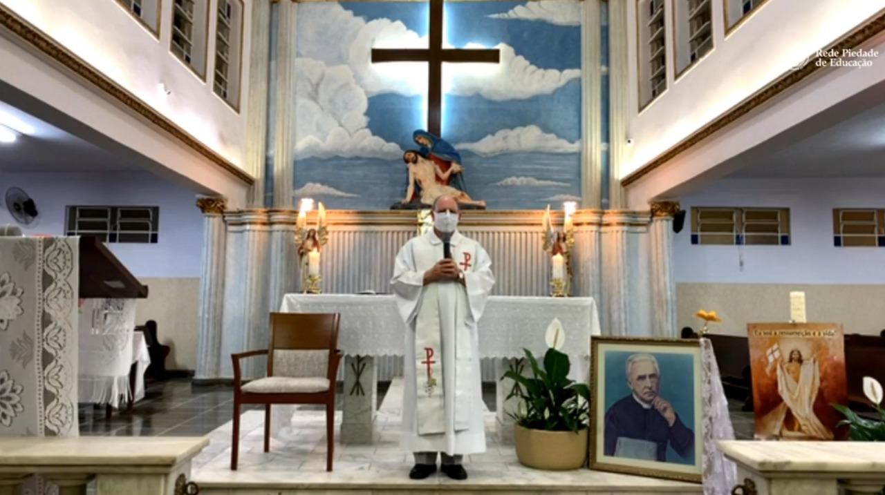 Primeira missa transmitida pelo Colégio Piedade reúne fiéis on-line para celebrar a Páscoa