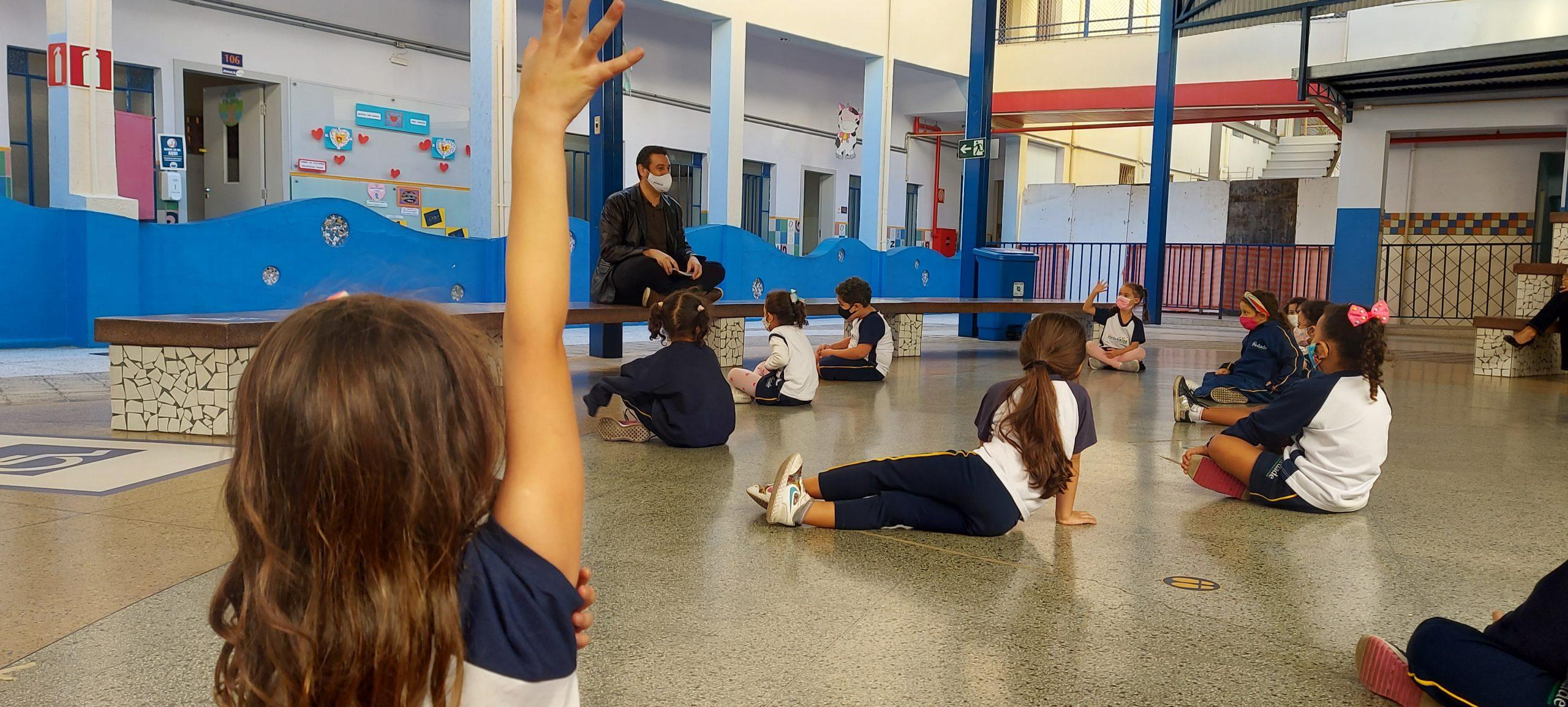 """""""Intercâmbio"""" marca tarde de leitura no Piedade Kids"""